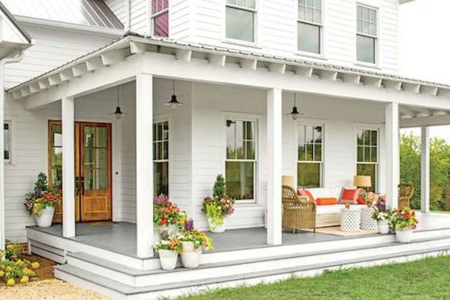 Best 25 farmhouse porch design ideas for Landscape design around farmhouse front porch