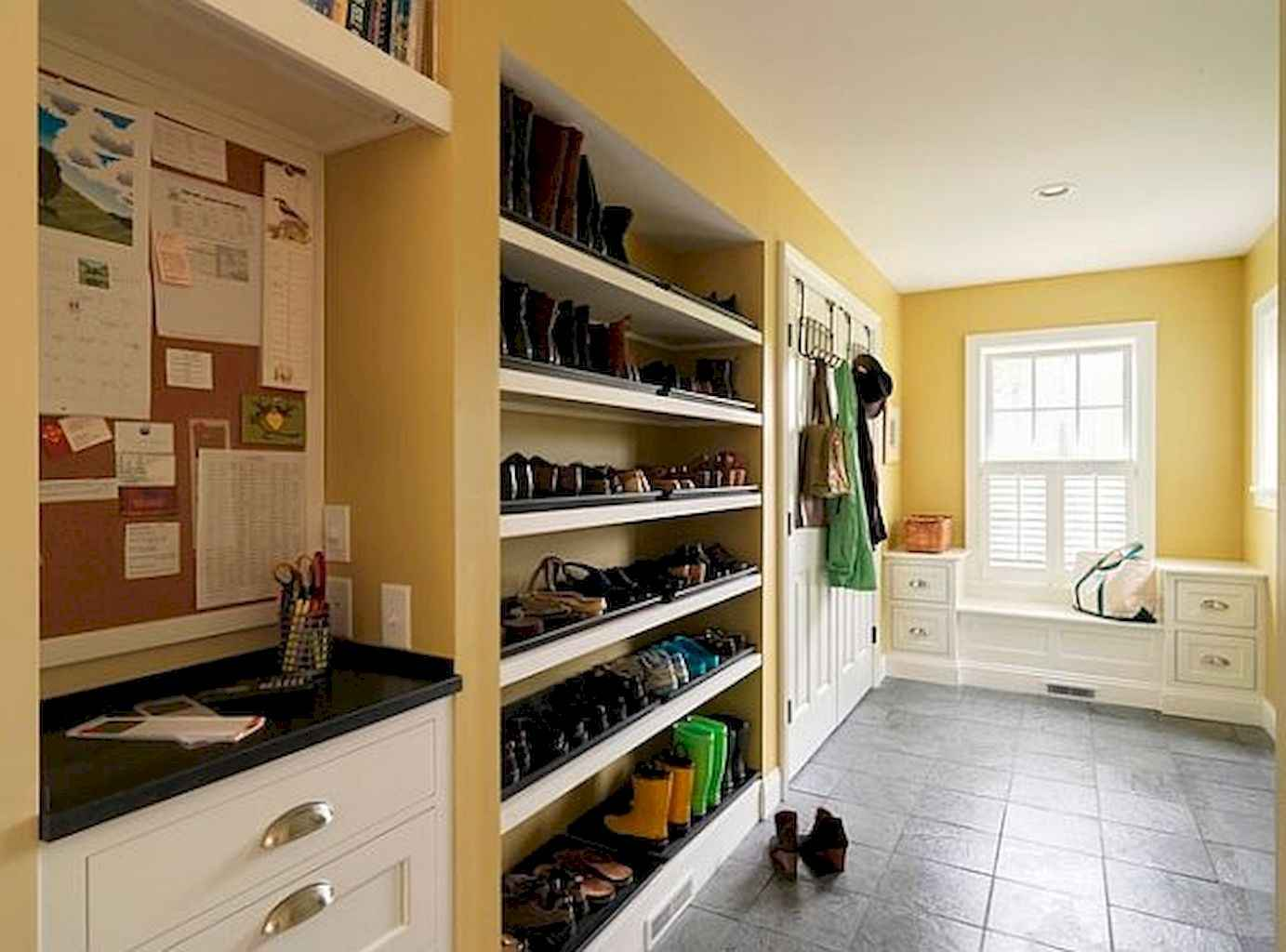 65 Cool Mudroom Design Ideas and Remodel (17)
