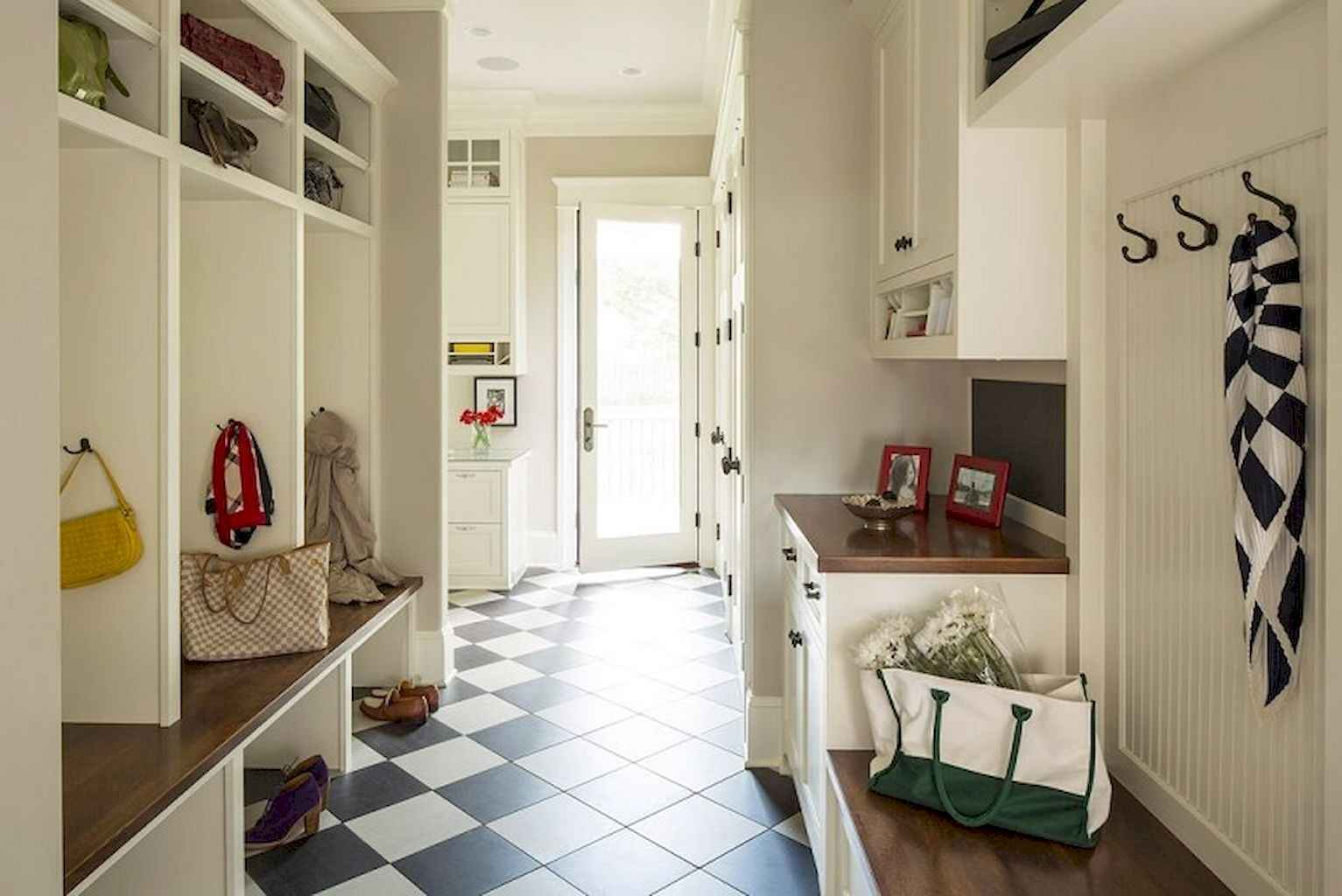 65 Cool Mudroom Design Ideas and Remodel (41)