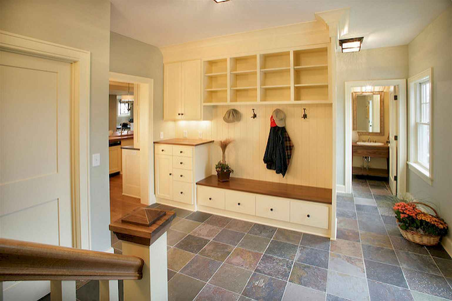 65 Cool Mudroom Design Ideas and Remodel (42)