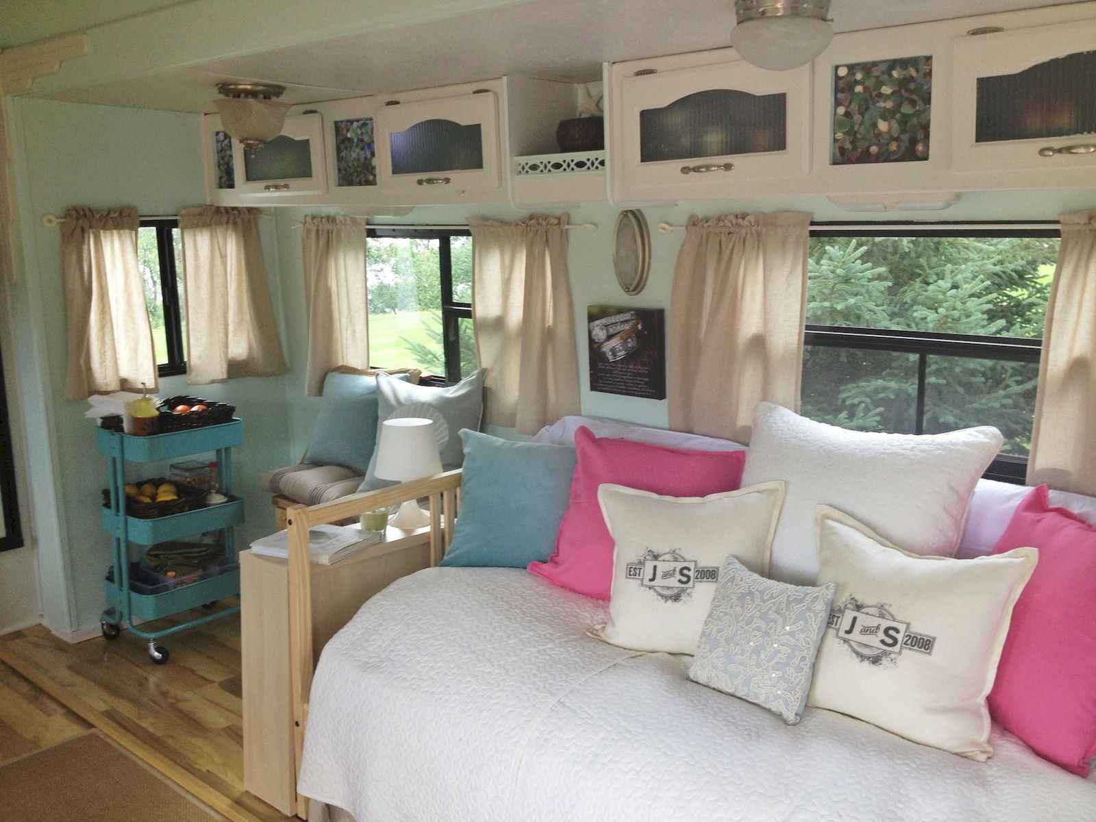 70 Stunning RV Living Camper Room Ideas Decorations Make Your Summer Awesome (1)