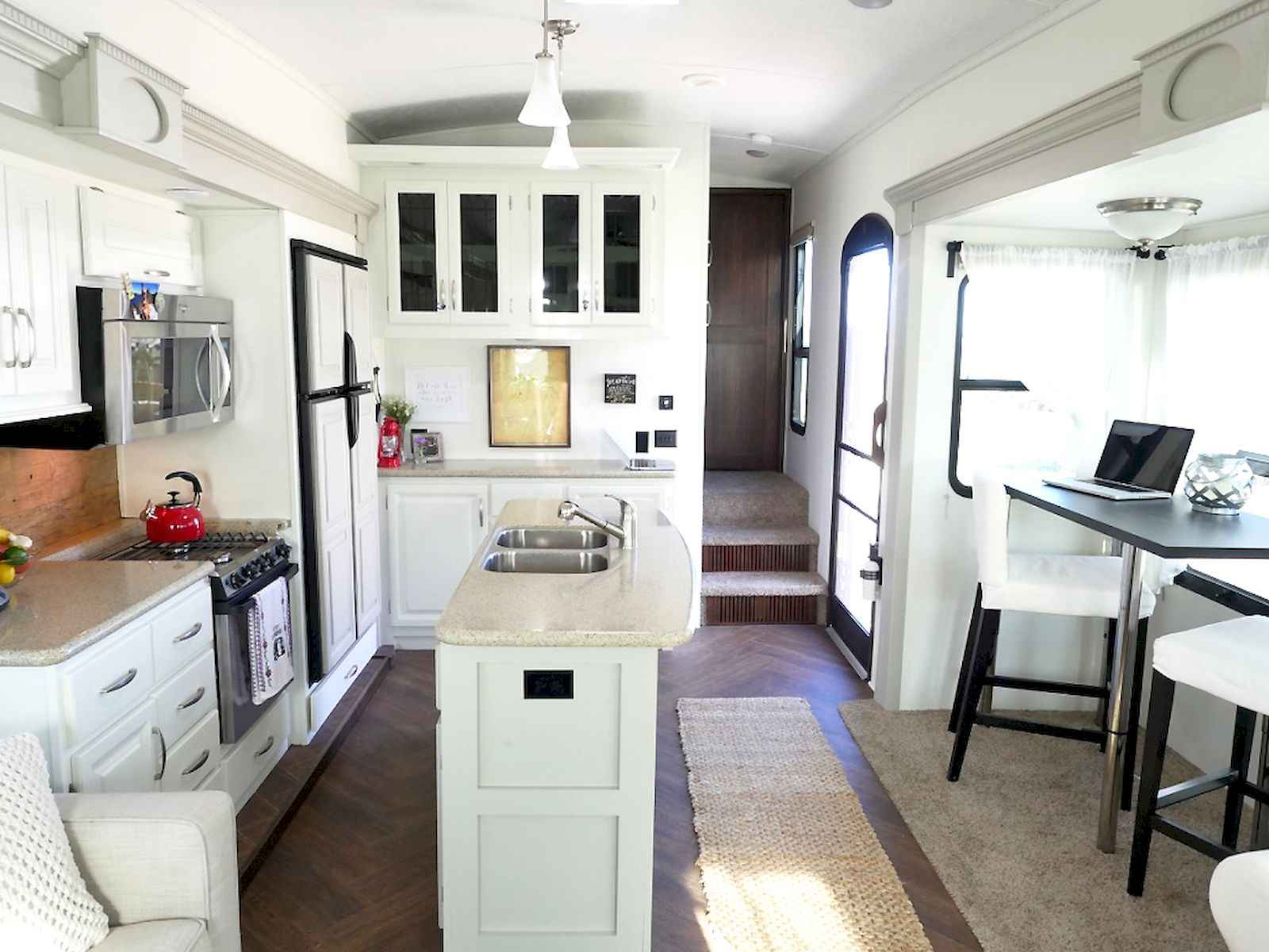 70 Stunning RV Living Camper Room Ideas Decorations Make Your Summer Awesome (2)
