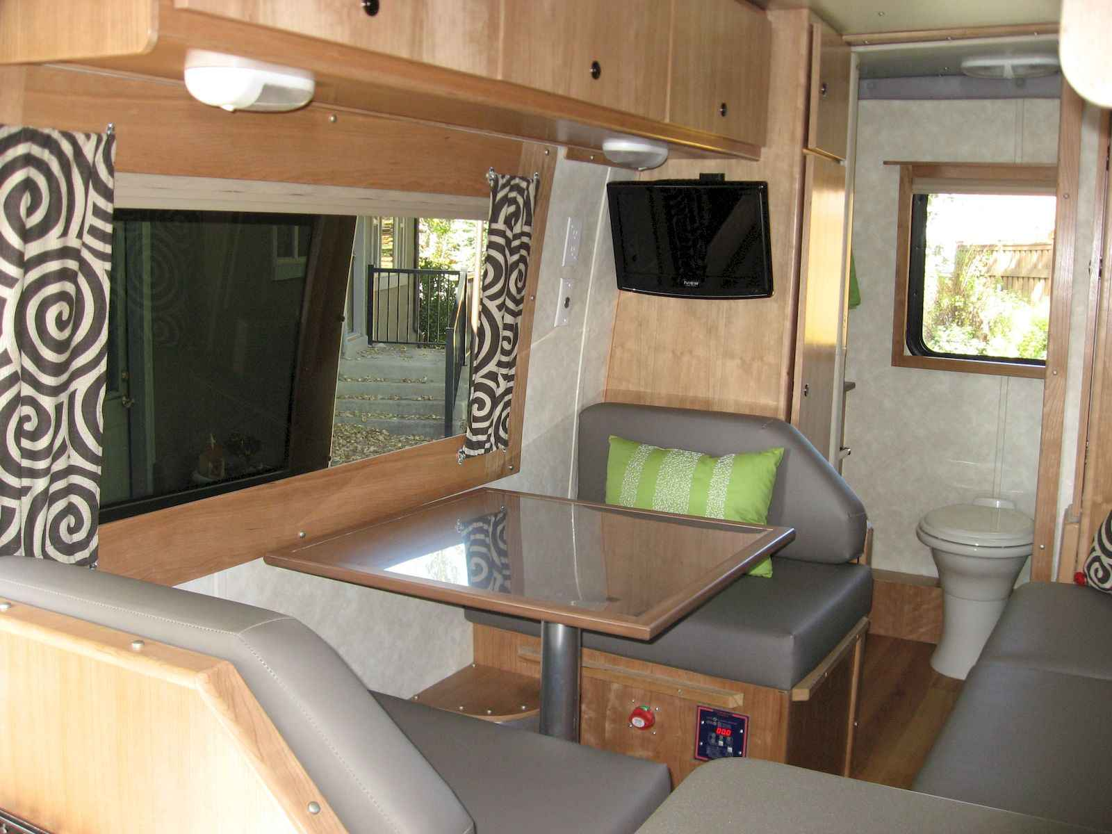 70 Stunning RV Living Camper Room Ideas Decorations Make Your Summer Awesome (29)