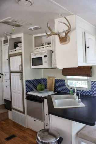 70 Stunning RV Living Camper Room Ideas Decorations Make Your Summer Awesome (35)