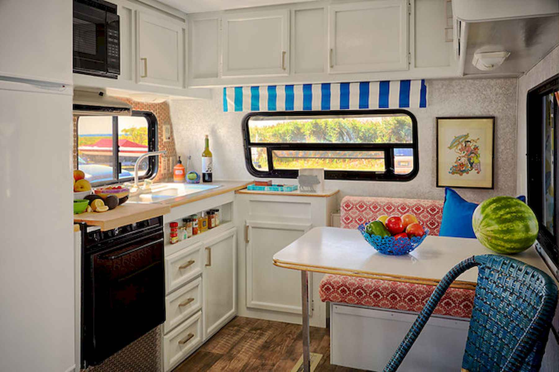 70 Stunning RV Living Camper Room Ideas Decorations Make Your Summer Awesome (36)