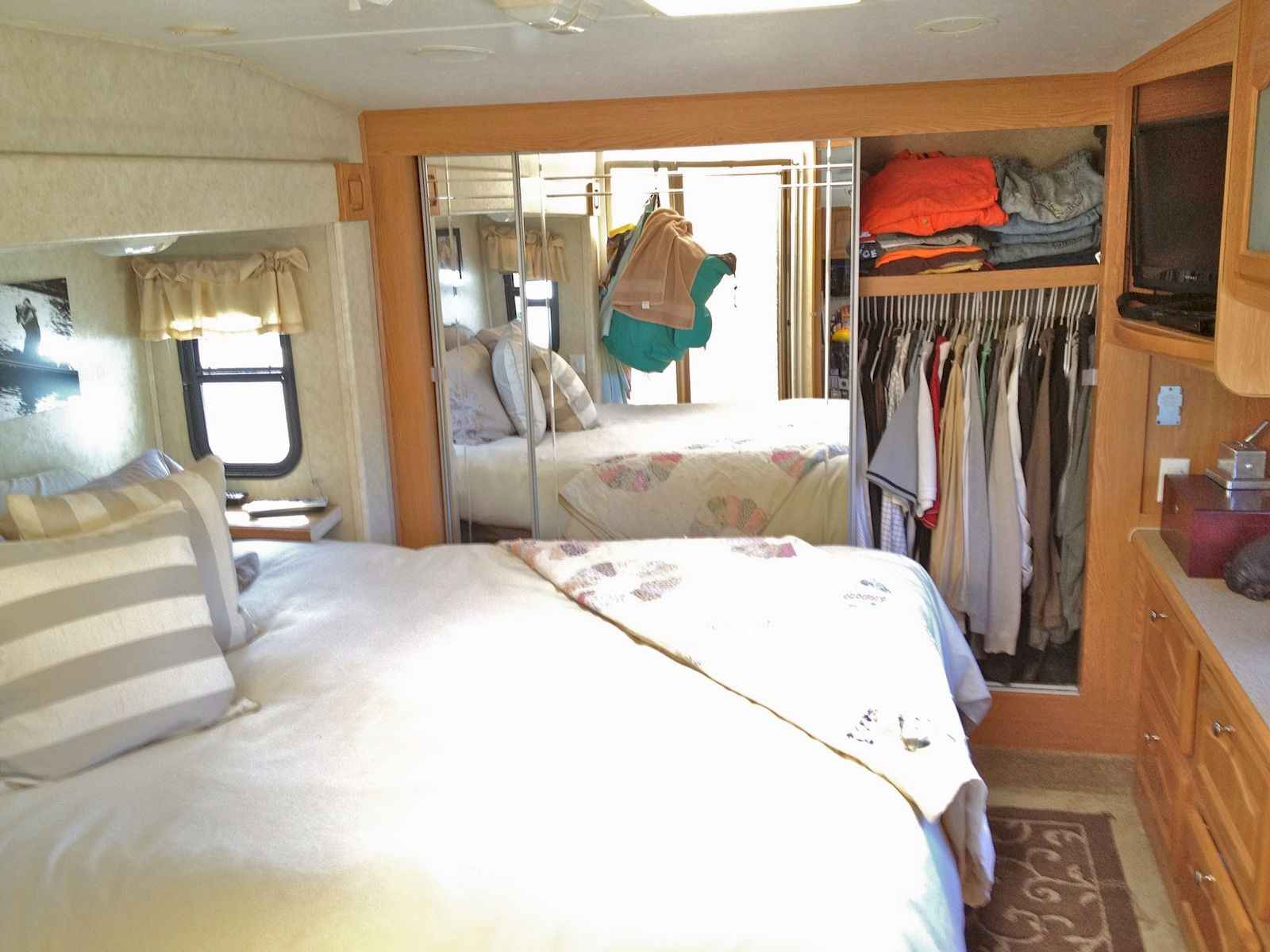 70 Stunning RV Living Camper Room Ideas Decorations Make Your Summer Awesome (40)