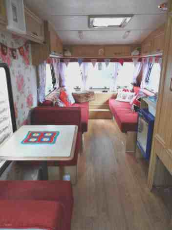 70 Stunning RV Living Camper Room Ideas Decorations Make Your Summer Awesome (67)