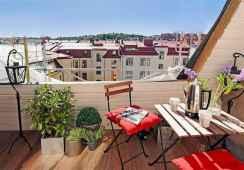 80 Small Apartment Balcony Decor Ideas And Makeover (39)
