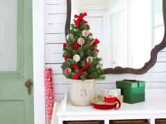40 Creative and Easy Christmas Decorations for Your Apartment Ideas (4)