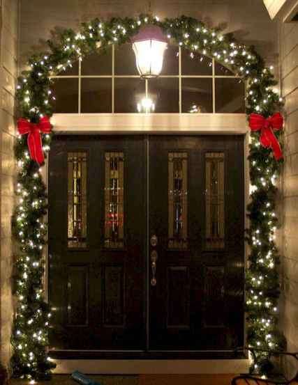 50 Creative Christmas Front Porch Decor Ideas And Design (22)
