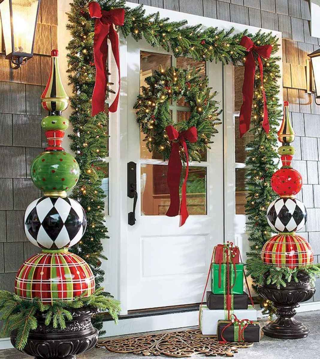 50 Creative Christmas Front Porch Decor Ideas And Design (42)