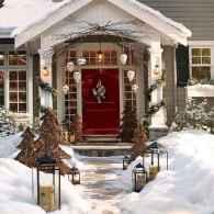 50 Creative Christmas Front Porch Decor Ideas And Makeover (10)
