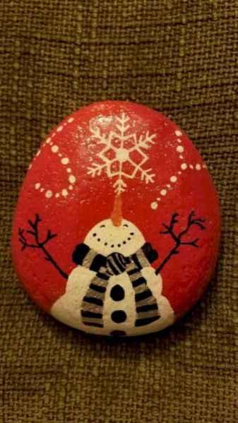 50 Creative DIY Christmas Painted Rock Design Ideas (37)