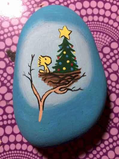 50 Creative DIY Christmas Painted Rock Design Ideas (5)