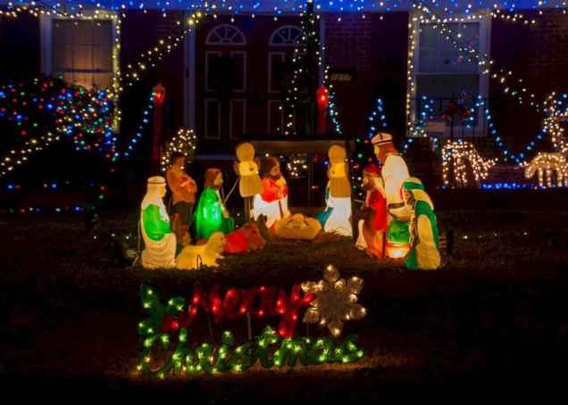 50 Creative Outdoor Christmas Decor Ideas And Makeover (48)