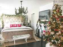 60 Creative Farmhouse Christmas Decorating Ideas And Makeover (23)
