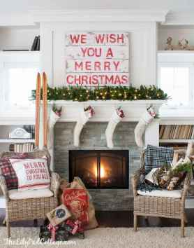 60 Creative Farmhouse Christmas Decorating Ideas And Makeover (27)