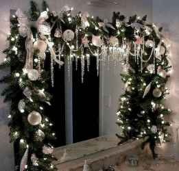 70 Creative Christmas Lights Apartment Decorating Ideas And Makeover (52)