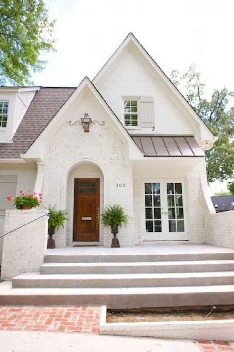 40 Stunning White Farmhouse Exterior Design Ideas (17)