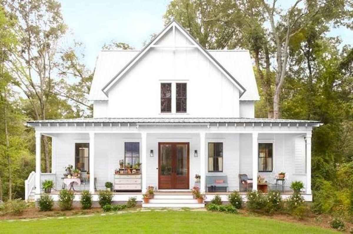 40 Stunning White Farmhouse Exterior Design Ideas (21)