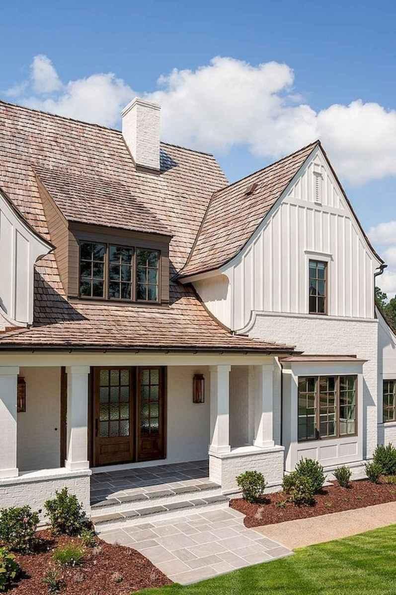 40 Stunning White Farmhouse Exterior Design Ideas (22)