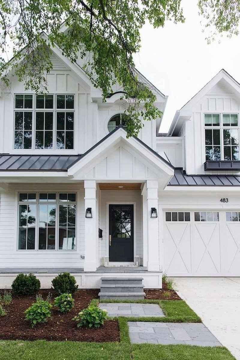 40 Stunning White Farmhouse Exterior Design Ideas (30)