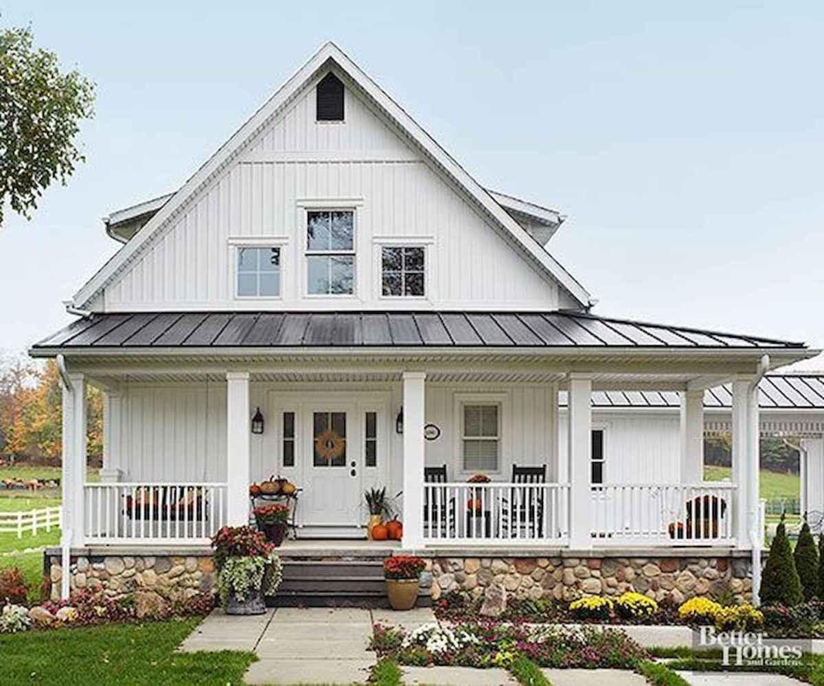 40 Stunning White Farmhouse Exterior Design Ideas (33)