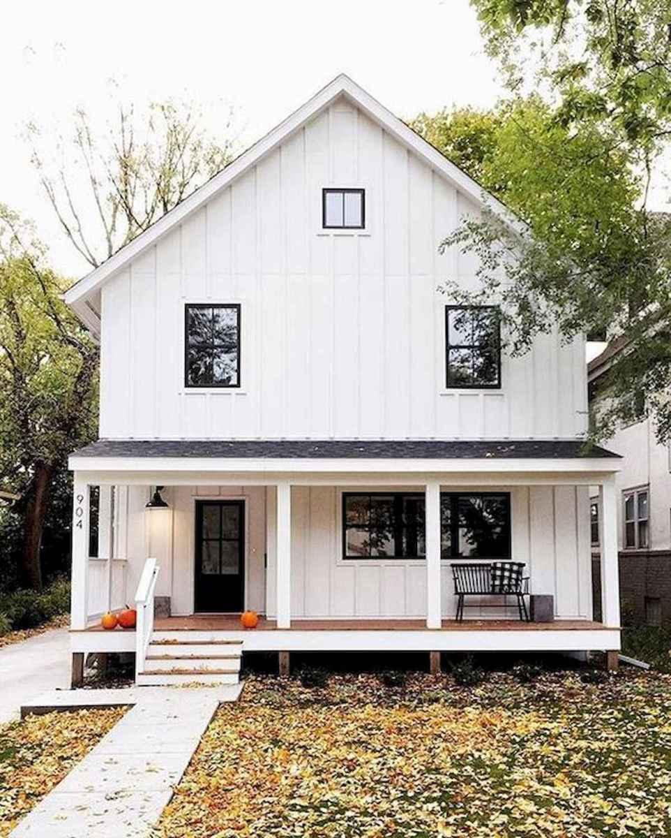 40 Stunning White Farmhouse Exterior Design Ideas (38)
