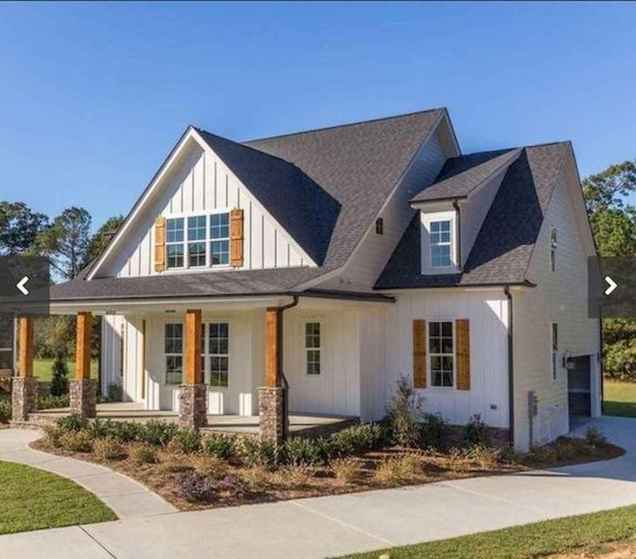 40 Stunning White Farmhouse Exterior Design Ideas (39)