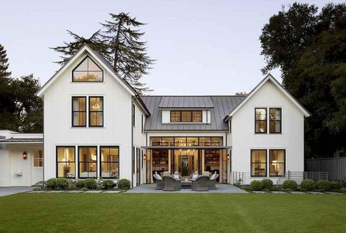 40 Stunning White Farmhouse Exterior Design Ideas (5)