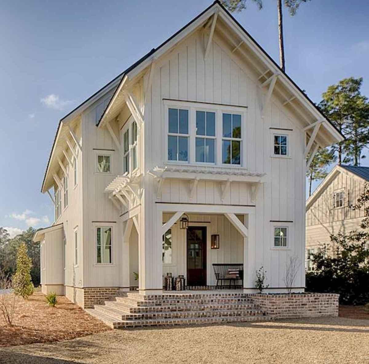 40 Stunning White Farmhouse Exterior Design Ideas (8)
