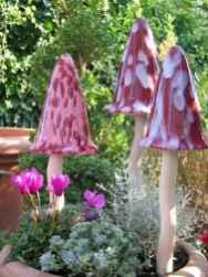 55 Creative Garden Art Mushrooms Design Ideas For Summer (24)
