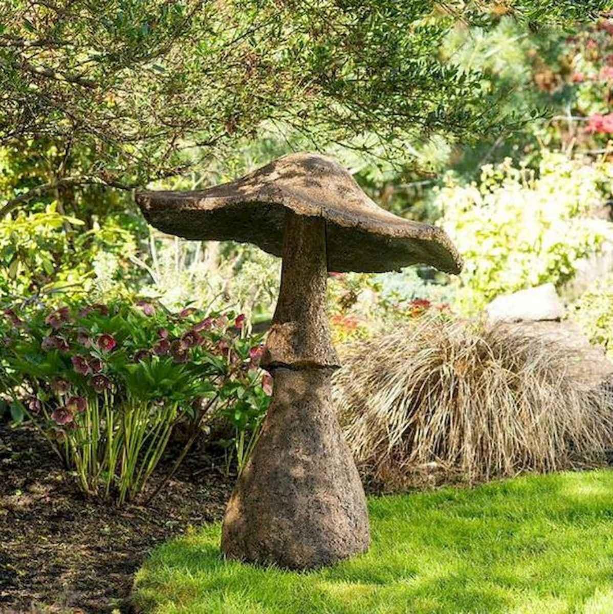 55 Creative Garden Art Mushrooms Design Ideas For Summer (25)