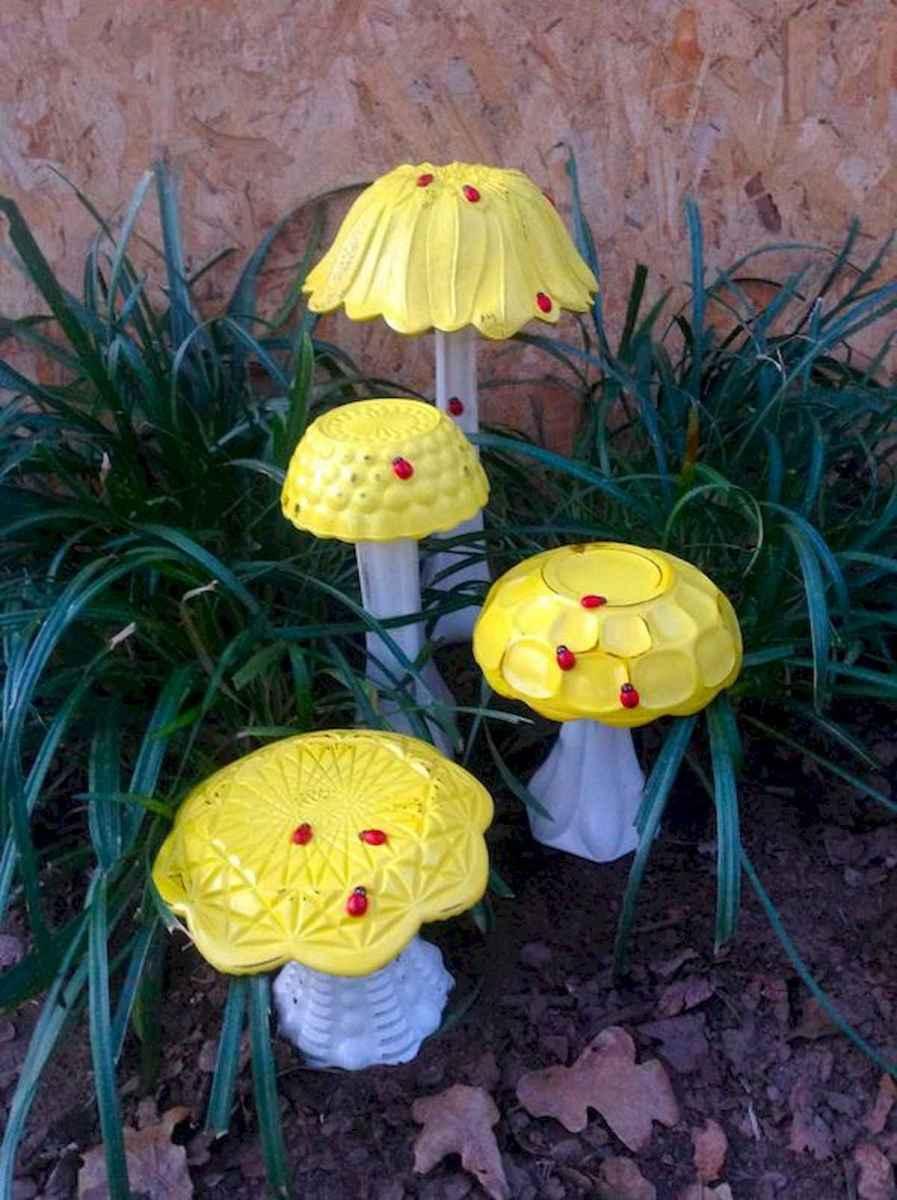 55 Creative Garden Art Mushrooms Design Ideas For Summer (51)