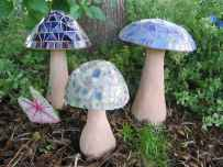 55 Creative Garden Art Mushrooms Design Ideas For Summer (55)