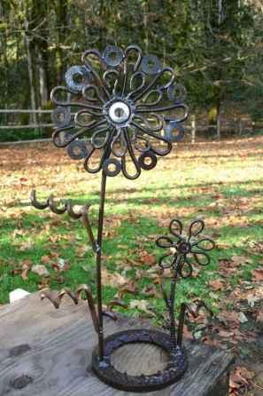 70 Creative and Inspiring Garden Art From Junk Design Ideas For Summer (47)