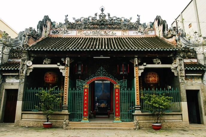 Pay a visit to Thien Hau Temple in Cholon