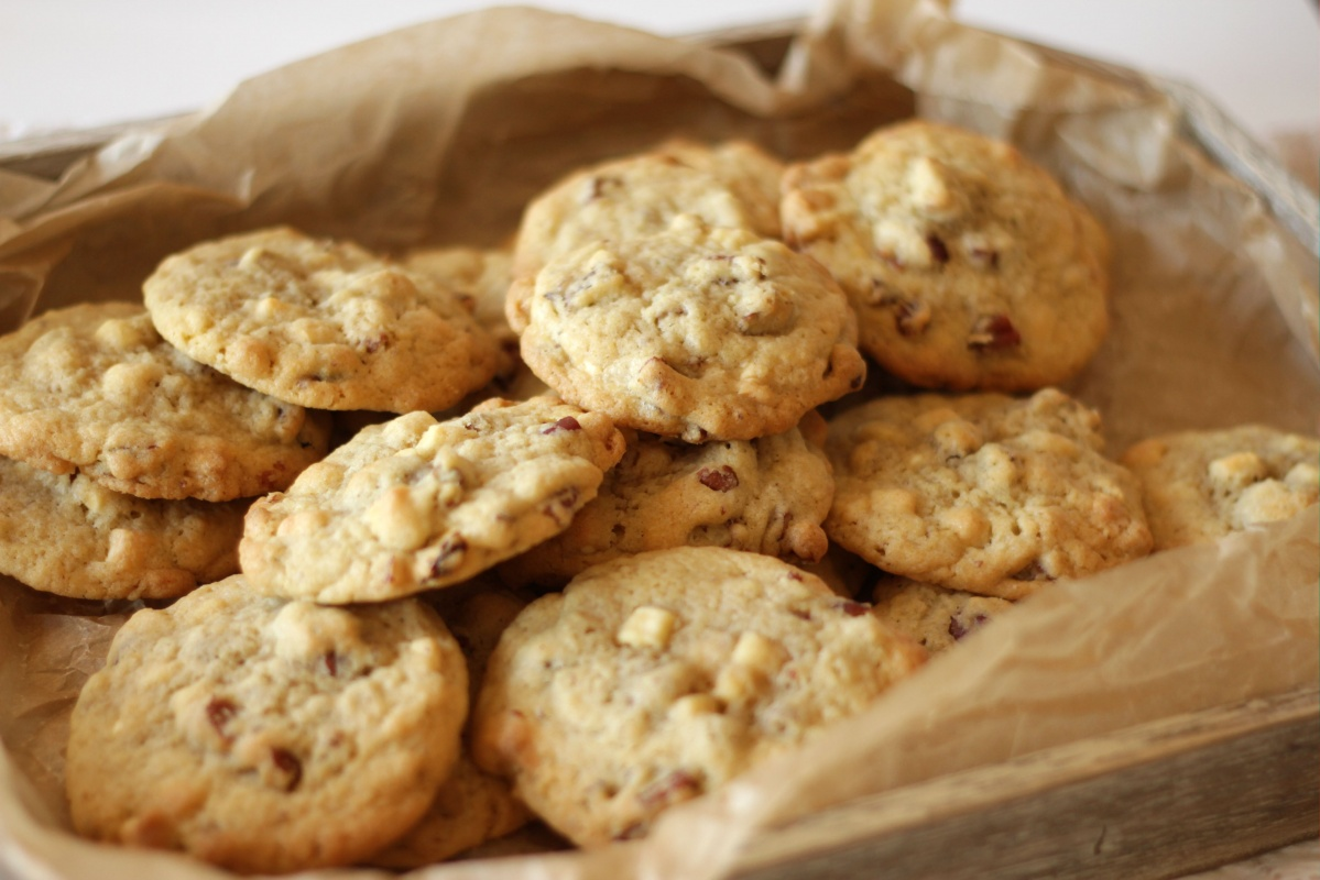 Pecan White Chocolate Cookies ~ Living on Cookies