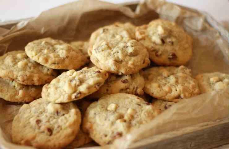 Pecan White Chocolate Cookies