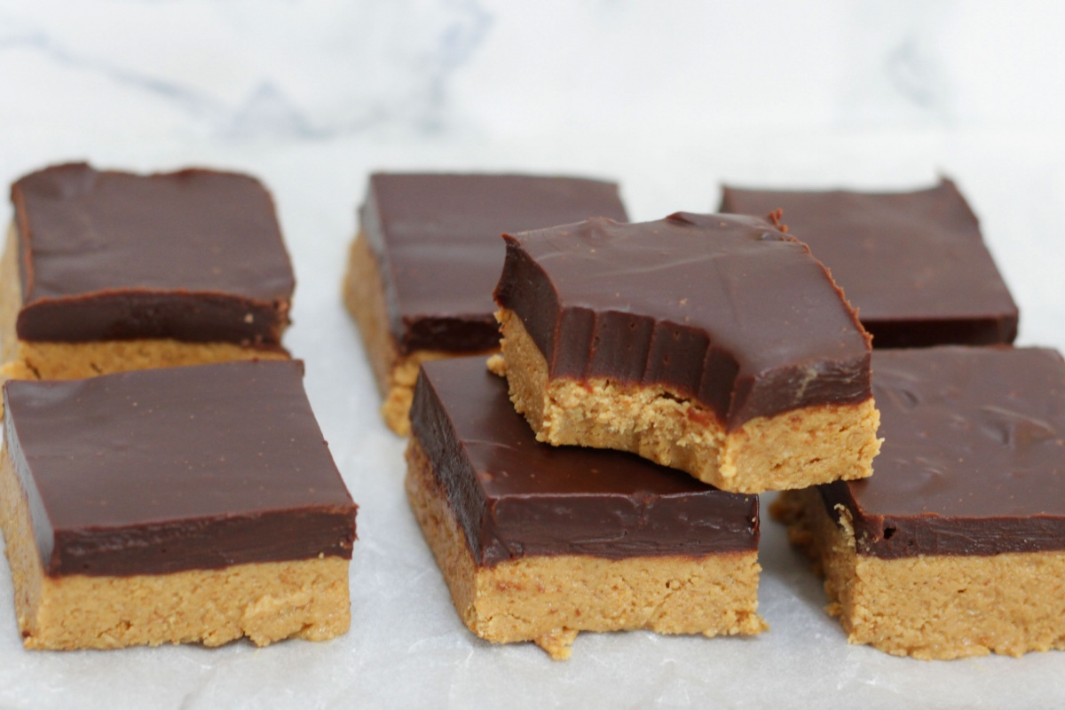 Peanut Butter Bars ~ Living on Cookies