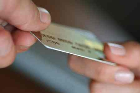 When to use credit cards and when to use debit cards