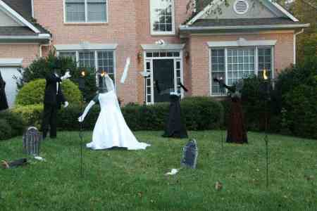 Frugal Halloween decor: Create a haunted wedding