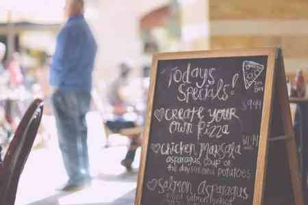 Restaurants offering discounts to seniors