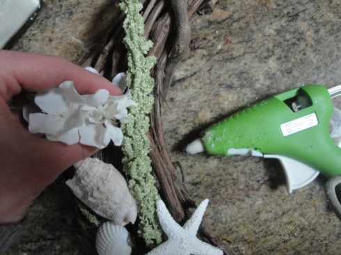 green seashell wreath step 2