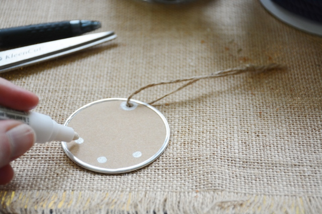 easy DIY anchor gift tag step 1 (640x427)