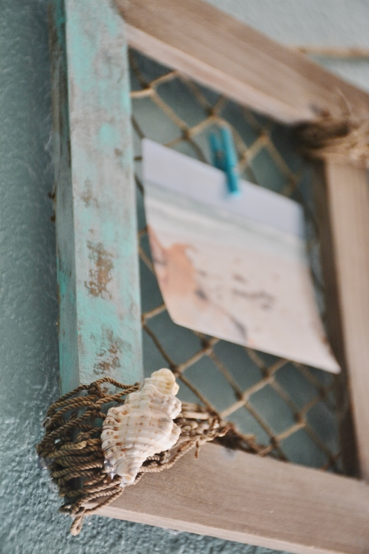 DIY coastal clothespin frame using fishing net - LivingPorpoisefully.com