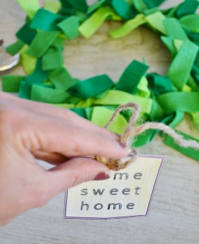 paper plate wreath craft - home sweet home tag (3)