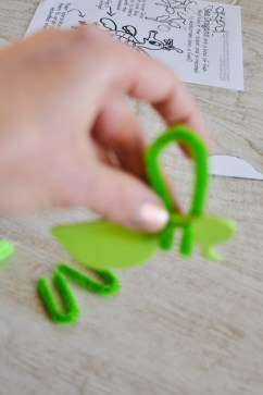 seahorse sea dragon craft - pipe cleaners (2)