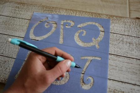 DIY Mermaid Sign - step 1 stencil letters