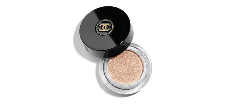 5 minute makeup rountine Image of CHANEL OMBRE PREMIÈRE.